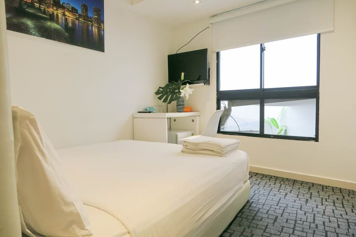 New Bedroom En-Suite /WIFI @ Orchard/Somerset Area