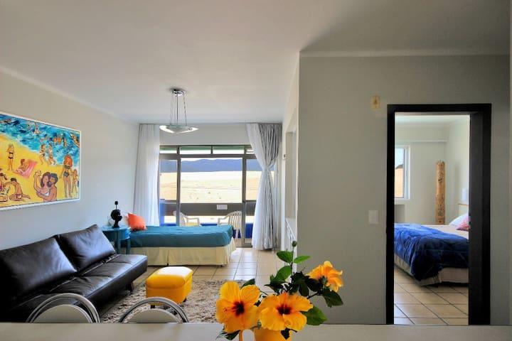 Apartamento até 3 pax, com varanda à 400m da praia