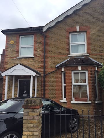 3-bed house near Hampton Court