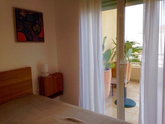 2eme chambre modulable 1grand lit ou 2 petit grande armoir accès dircte a la terrasse