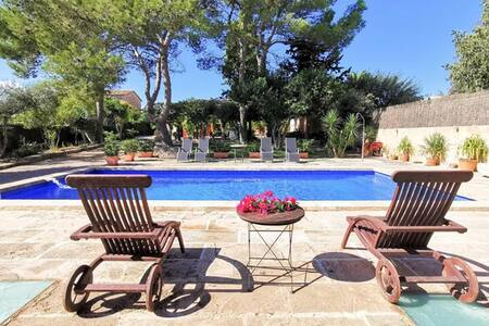 Charming house for 12 people with private swimming pool 4000 hectares of land