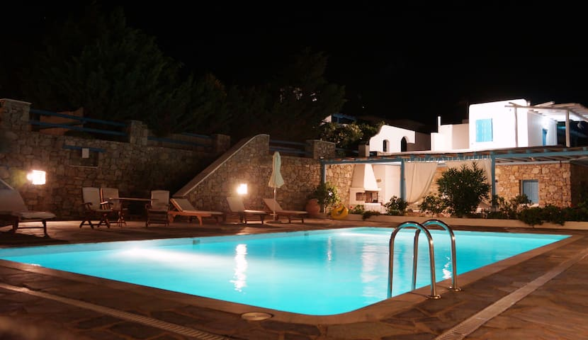 Royal Gem by Mykonos (Near Beach Pool Maisonette)
