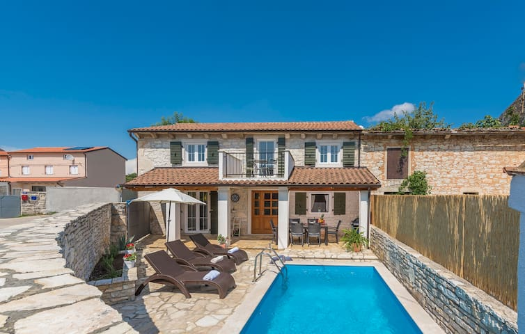 Charming StoneHouse with 3 bedrooms + Pool