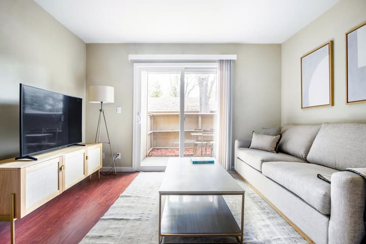 Modern Fremont 1BR w/ Pool + Spa, Onsite Shopping, by Blueground