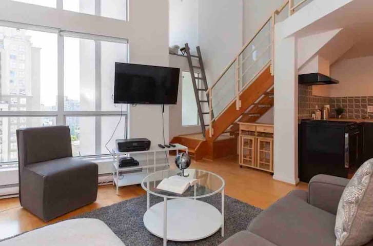 Downtown Loft in the Highly Desirable Yaletown
