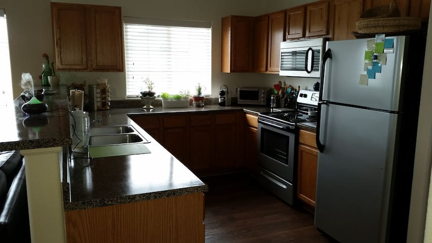 Townhome style 1 Bedroom/Bath + Garage - Aurora - Daire