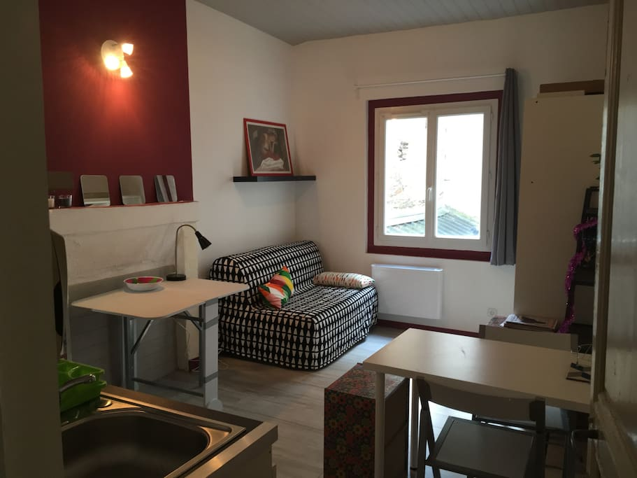 charmant studio hyper centre appartements louer angers pays de la loire france. Black Bedroom Furniture Sets. Home Design Ideas