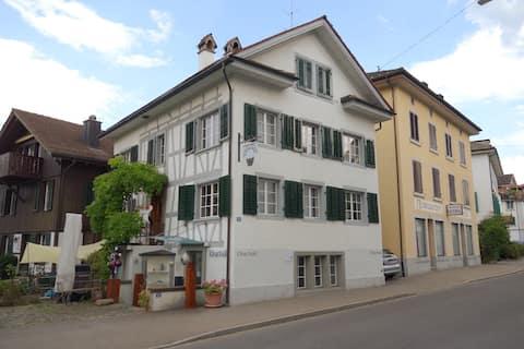 Freistehendes Haus mitten im Dorfkern