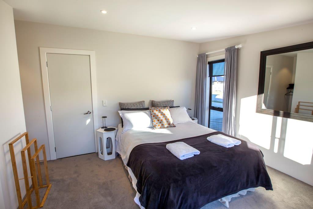 Parkside comfort houses for rent in albert town otago for Parkside guest house bath