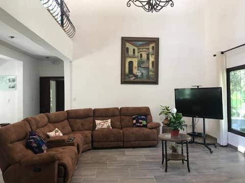 Casa entera entre encinos San Lucas Sacatepequez