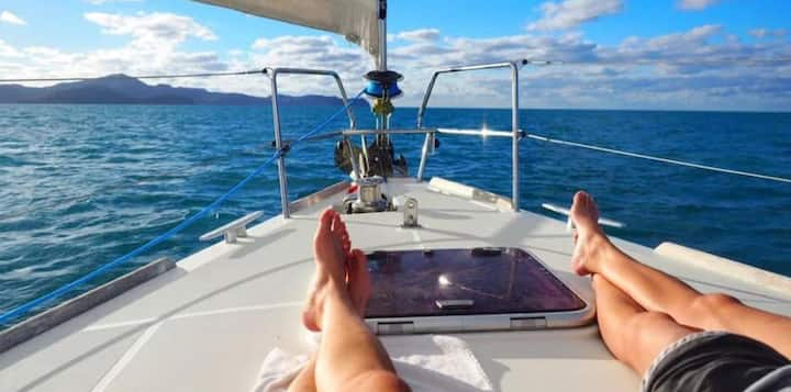 Live on a beautiful sailboat in Barcelona