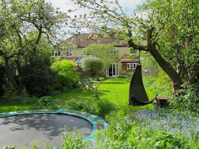 Lovely home, parking, garden, August!