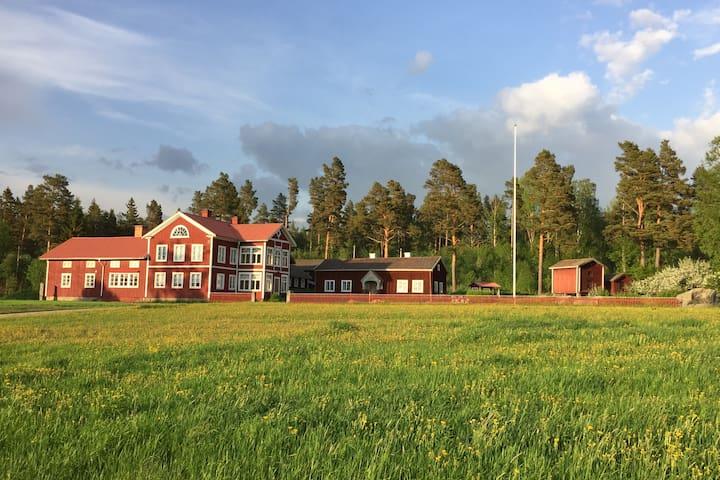 Mysig hälsingegård i Föränge 3 km från Järvsö