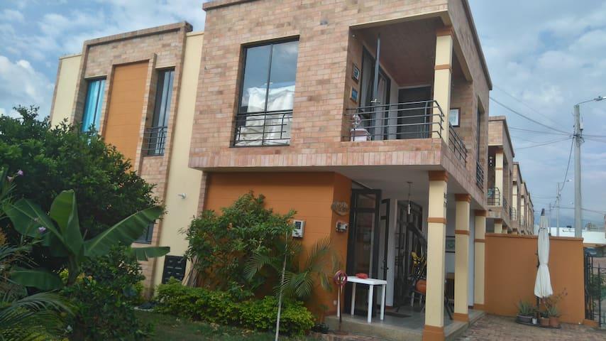 Habitación en Casa Familiar - La Mesa - Dom