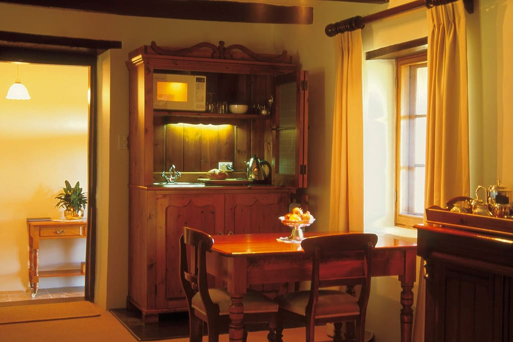 The indoor kitchenette offers facilities to prepare simple meals, incuding Wusthof knives.