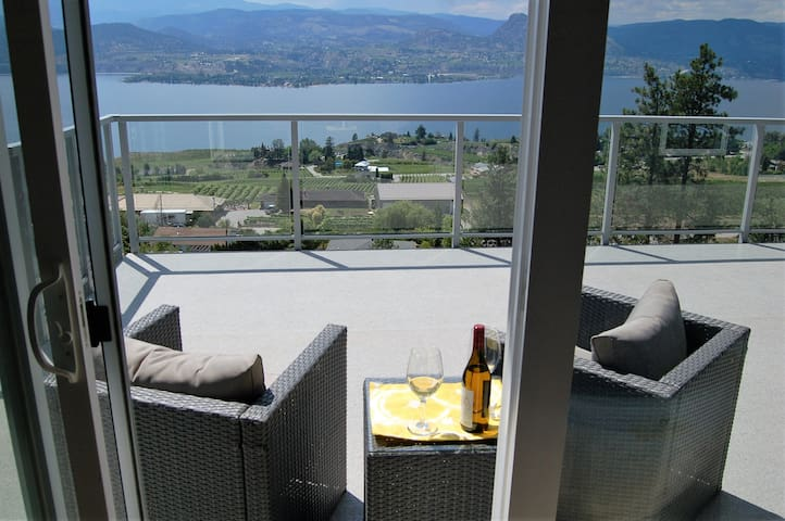 Singing Marmot Guest Suites -Sky Suite - Naramata - Bed & Breakfast