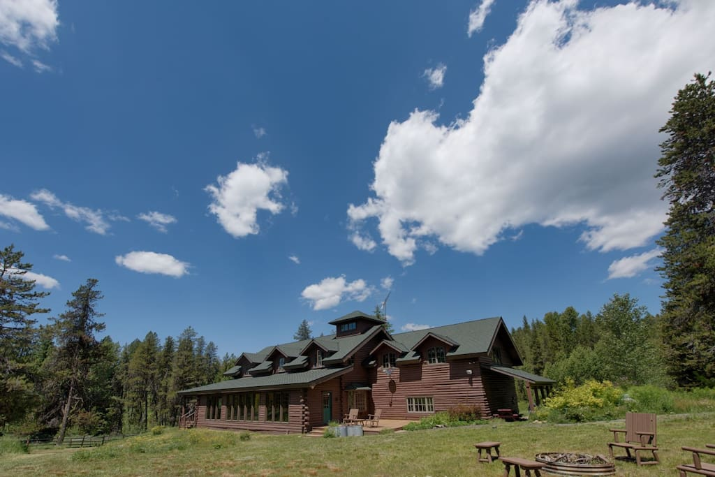 Mason Creek Ranch has Payette National Forest on three sides.