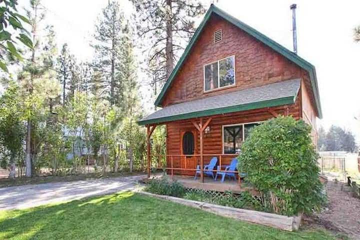 Cabin in ideal location close to village with spa!