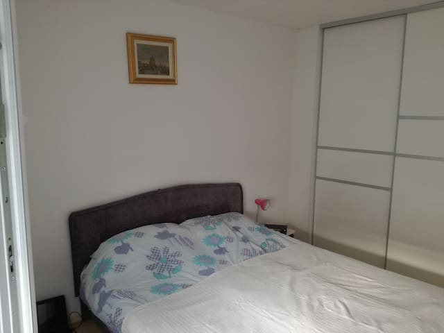 Private duble and single bedroom in city centre - Osijek - Huoneisto