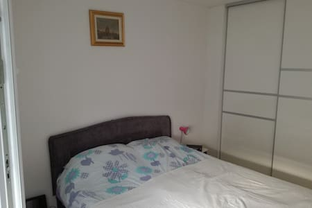 Private duble and single bedroom in city centre - Osijek - Appartement