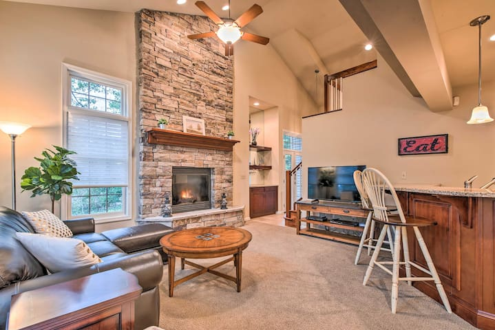 NEW! Updated Townhome Steps from Big Boulder Lake!