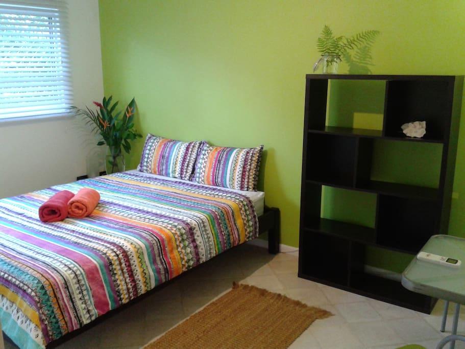 Queensize Bedroom No.1 (air conditioned)