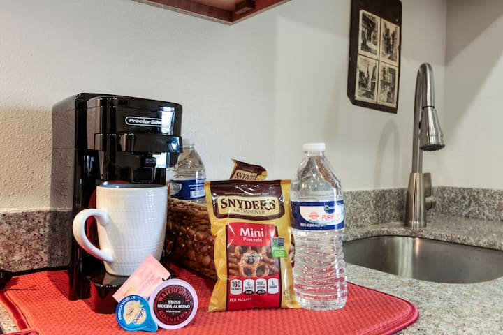 Snack with k cup coffee maker