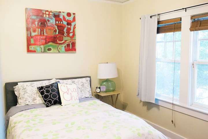 Bright & Spacious, Opal 28 Queen Suite #2