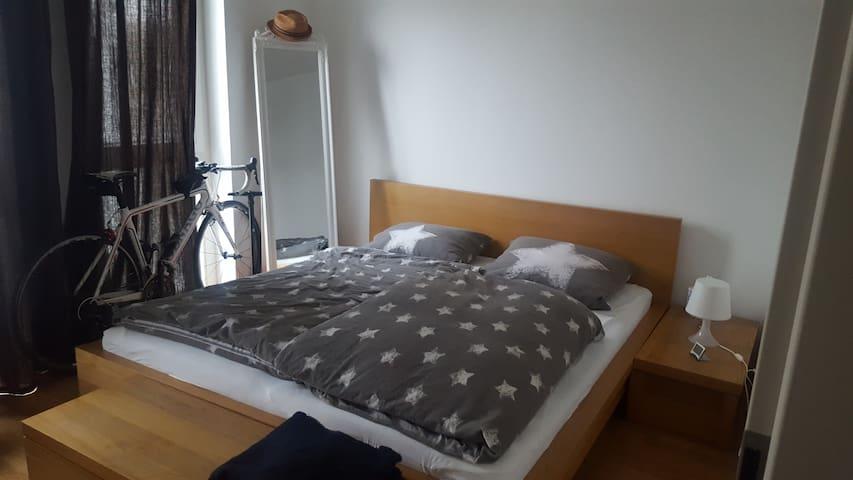 Zimmer Neubau mit Tiefgaragenstellpl.+ U3 Nähe