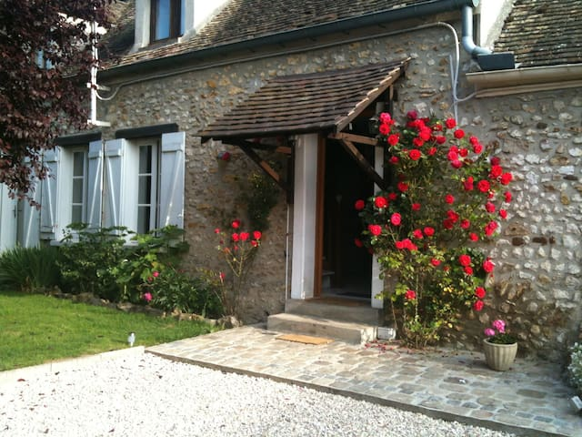 Beautiful countrysie independant studio near Paris
