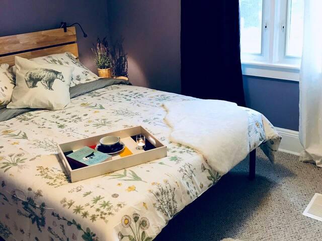Lilac bedroom. Queen Bed #1