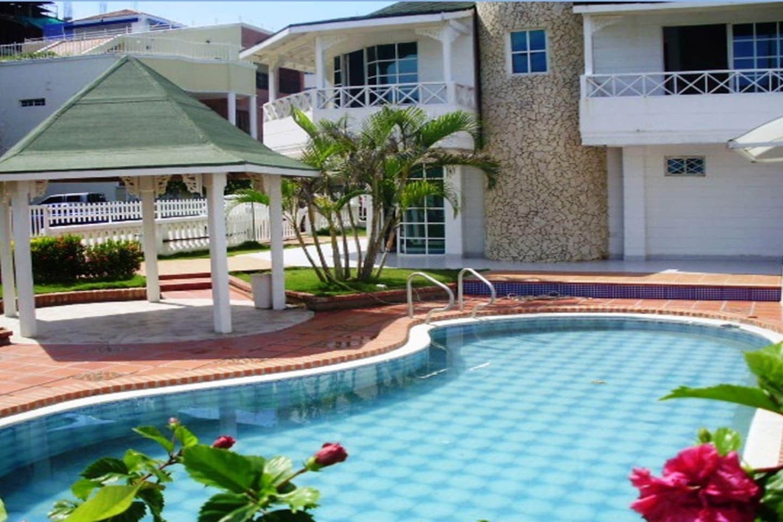 Área jardín/piscina
