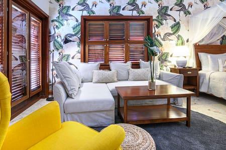 Hermosa Suite LA Gardenia