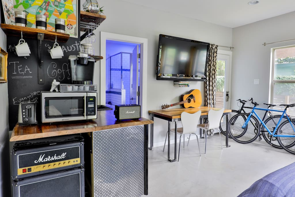 Welcome to Austin, the Live Music Capital of the World! The Marshall Studio is your East Austin Hub to Downtown Austin Music Scene. Bikes available to cruise the town in style.