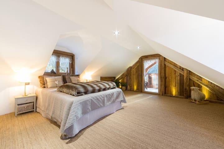 Chambre 4 (avec terrasse) : lit 160 X 200)
