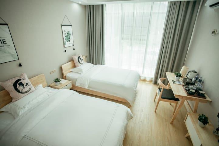 梵净山-梵净·梵景观景落地窗豪华标准间双床房