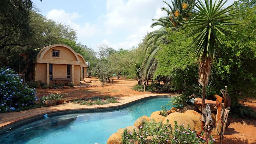 Lesirane Lodgings - country setting - Gaborone - House