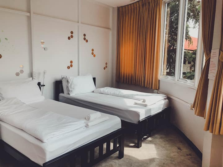 Private cozy twin bed room near Khao San road