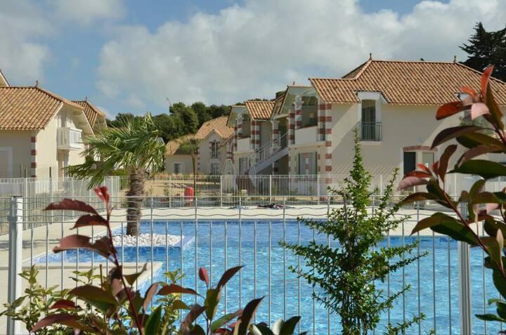 Appart 2 chambres, piscine privée, plage et Forêt.