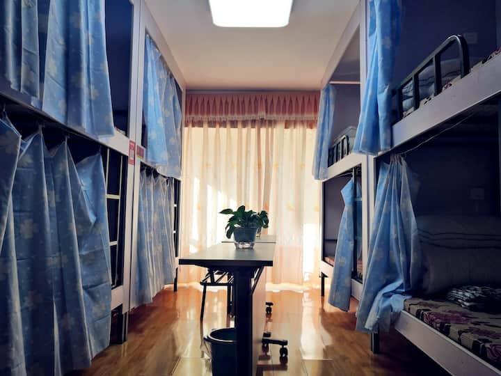 西途旅行床位房(单个床位,男女生都可预定)
