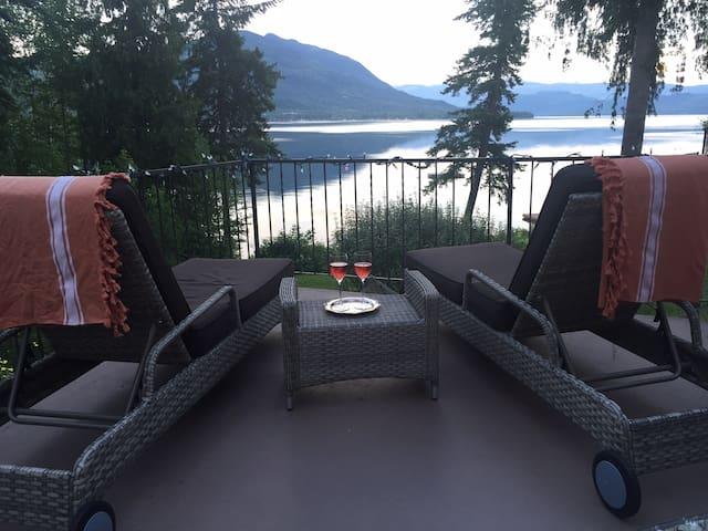 Shuswap Lakefront House Summer Rental (Sleeps 8)