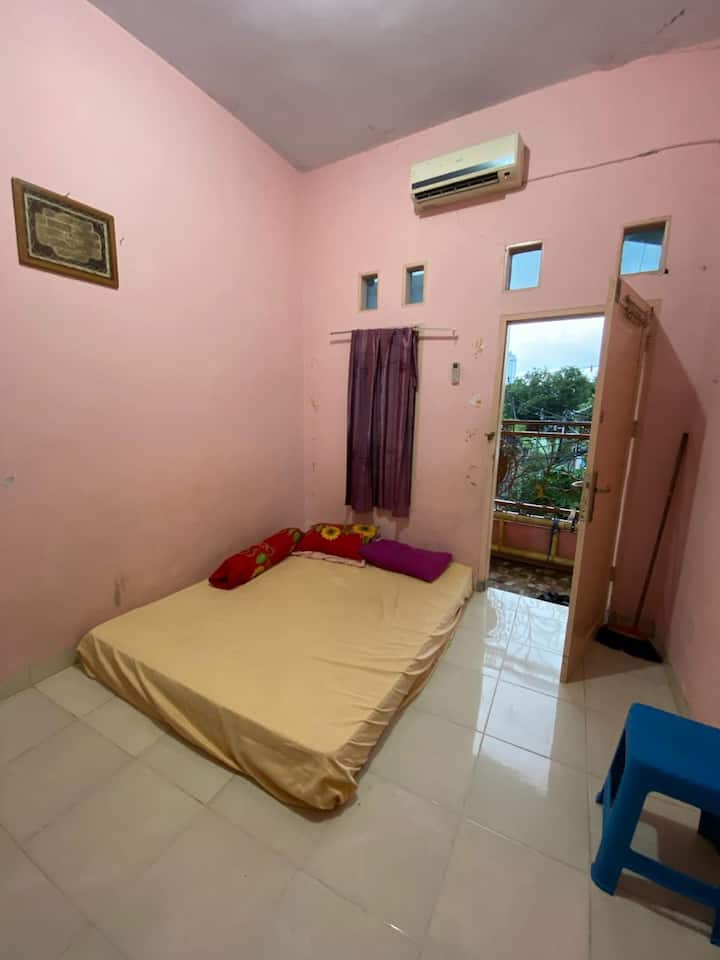 Affordable Cozy Room at Suci Guest House 1