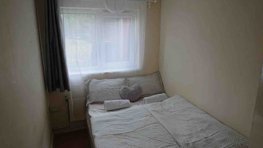 Small double room close to Stratford