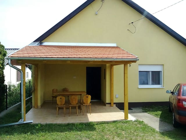 Utter relaxation near Lake Balaton! - Balatonlelle - House