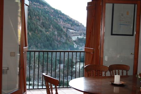 Apartment with wonderful views with a huge garden - Parzán