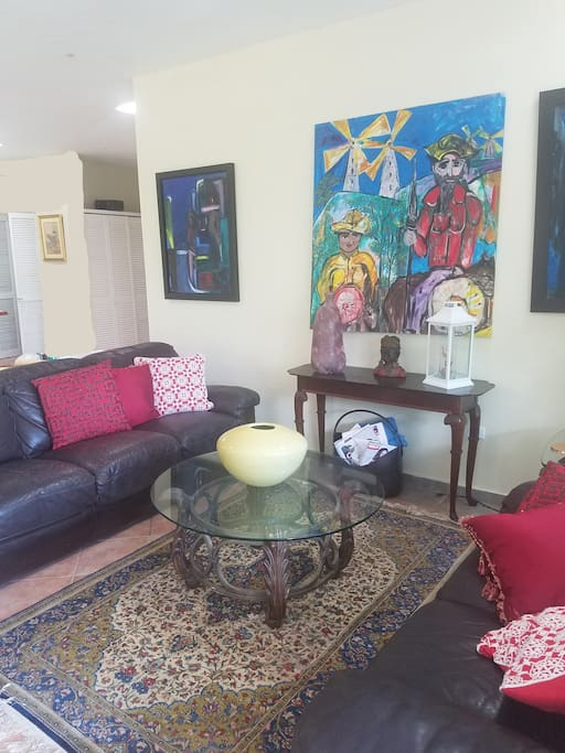 Comfortable sofas into home ambiance