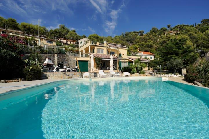 Appartamento in villa con piscina - Marina di Andora