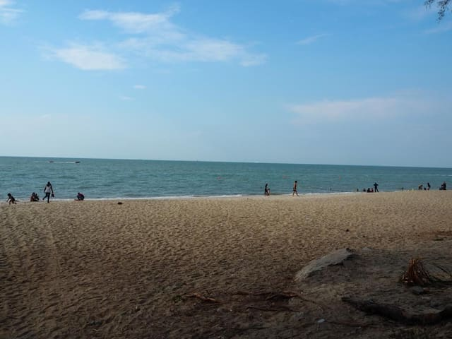Beachfront  By The Sea@Batu Ferringhi Penang