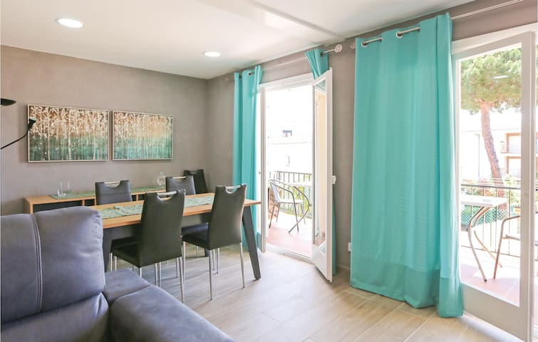 Holiday apartment with 2 bedrooms on 80 m² in Castell - Platja d'Aro