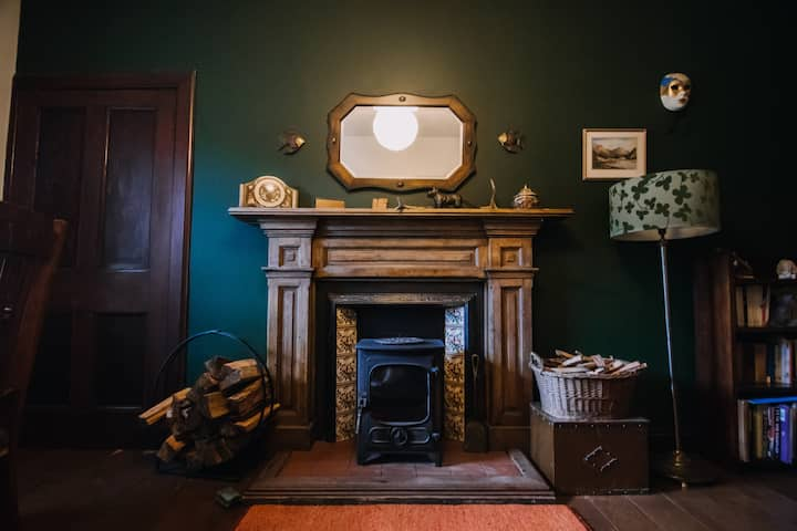 Traditional Scottish cottage in Highland glen